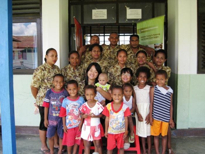 dr. Riny Sari Bachtiar saat sedang menjadi dokter PTT di Kecamatan Kaureh, Jayawijaya - Papua